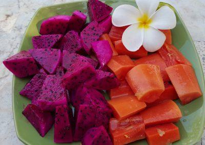 Drachenfrucht und Papaya reif